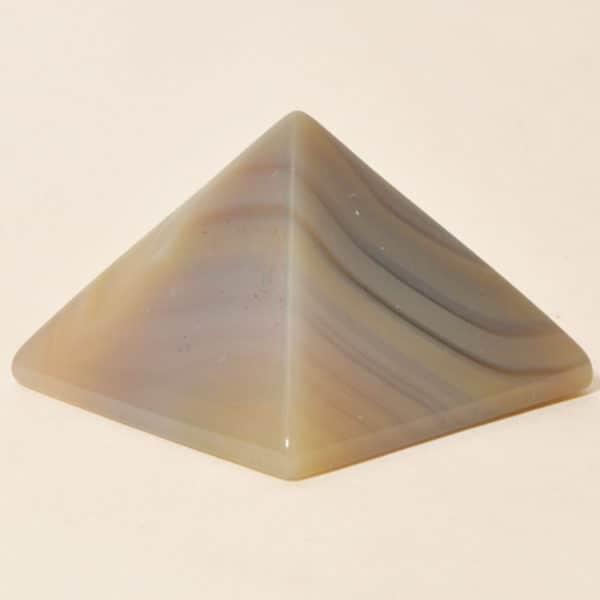 Пирамида из агата