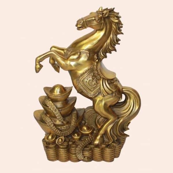 Гарцующий конь