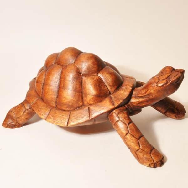 Деревянная фигурка черепахи