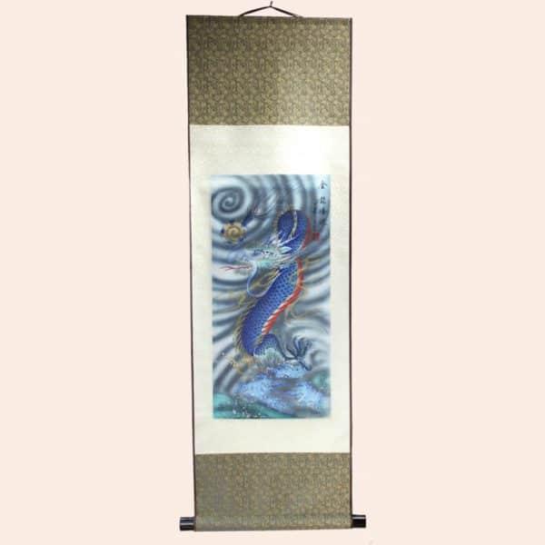Панно из ткани с драконом