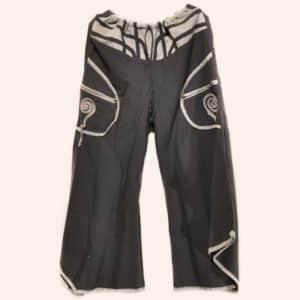 Чёрные брюки клеш