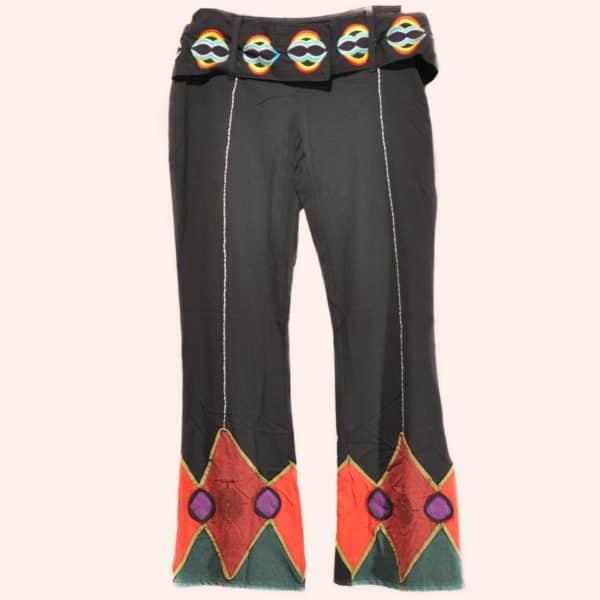 Чёрные брюки клеш с радужным поясом