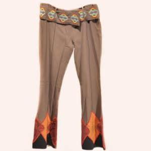 Коричневые брюки клеш с радужным поясом