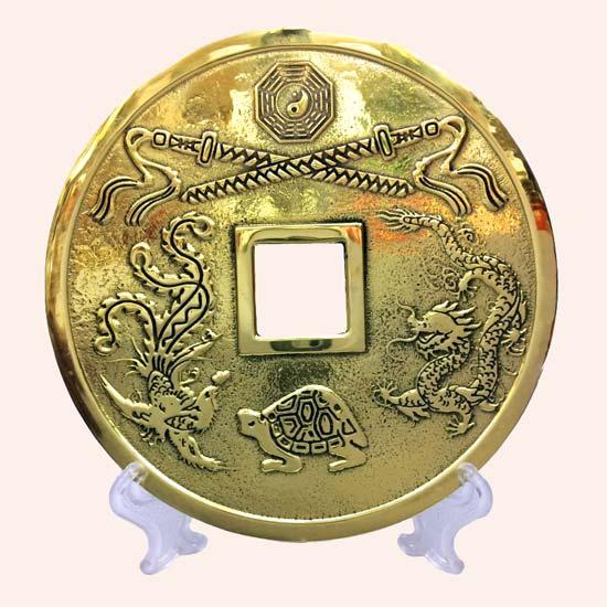 Китайская монета большая 13 см с подставкой