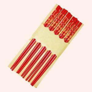 Набор красных палочек для суши